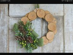 25 Unique craft and diy ideas to use wood slices in holiday decor. From ornaments, table scapes, wall decor and wreaths. Felt Christmas Decorations, Burlap Christmas, Handmade Decorations, Christmas Tree Ornaments, Christmas Crafts, Wood Wreath, Diy Wreath, Wreath Burlap, Burlap Ribbon