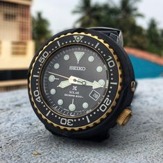 #justaboutwatches #watches #photography Best Looking Watches, Watches Photography, Seiko Diver, Affordable Watches, Omega Watch, How To Look Better, Accessories, Clocks