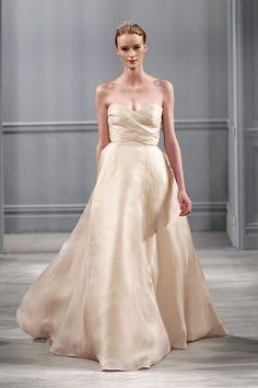 Cremefarbene Hochzeitskleider: Schlichter Satin