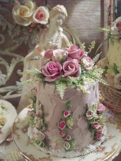 (Diana) SHABBY COTTAGE ROSE DECORATED FAKE CAKE CHARMING!!