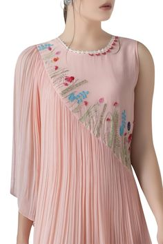 Pearl Embroidery, Pink Fabric, Indian Designer Wear, Ethnic Fashion, Dress Patterns, Tunics, Casual Wear, Designer Dresses, Sequins