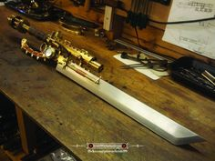 Discovered by Steampunk Tendencies. Find images and videos about design, guns and steampunk on We Heart It - the app to get lost in what you love. Steampunk Sword, Steampunk Cosplay, Steampunk Fashion, Steampunk Circus, Steampunk Outfits, Cosplay Armor, Steampunk Accessoires, Apocalypse, Steampunk Gadgets