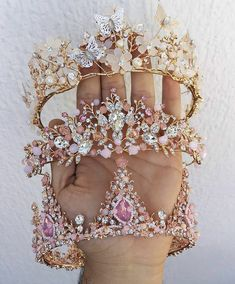 Image about girls in Princess by Emma ♡ on We Heart It Cute Jewelry, Hair Jewelry, Wedding Accessories, Jewelry Accessories, Quinceanera Tiaras, Accesorios Casual, Mein Style, Quince Dresses, Crystal Crown