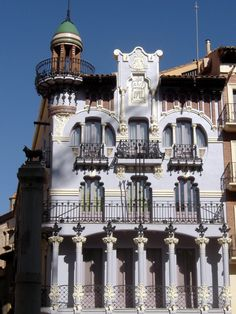 Teruel - modernista building in Plaza del Torico - photo © Robert Bovington    http://bobbovington.blogspot.com.es/ http://www.tablondeanuncios.com/venta-casas-chalets-en-ugijar-granada/casa_adosada_en_ugijar_-2382039.htm https://sites.google.com/site/spanishimpressions/home http://astore.amazon.co.uk/spanisimpres-21/