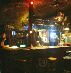 Klub Kulturalny przy ul. Szewskiej 25, to kultowe miejsce w samym sercu Krakowa. Słynie przede wszystkim z happy-hours, kiedy to do każdego piwa klienci otrzymują wspaniałą wiśniówkę.