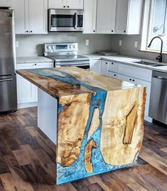 Would you love a resin/wood countertop in your kitchen? - Would you love a resin/wood countertop in your kitchen? Diy Resin Furniture, Diy Resin Table, Epoxy Wood Table, Epoxy Resin Table, Diy Resin Art, Diy Resin Crafts, Woodworking Furniture, Wood Furniture, Resin And Wood Diy