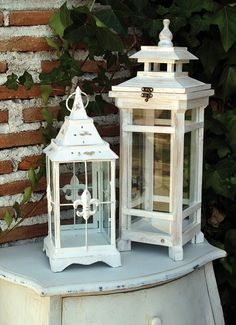 los Farolitos chinos de modelos diferentes - MI BAUL VINTAGE & CHIC. Ideas para decorar. Garden Lanterns, Metal Lanterns, Candle Lanterns, Candles, White Lanterns, Lantern Crafts, Lantern Chandelier, Lantern Post, Oil Lamps