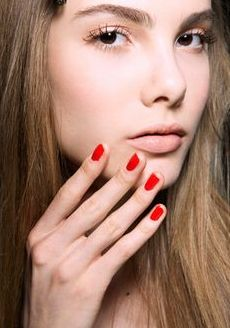 Red nails and bright eyes