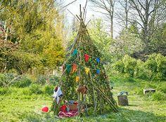 Mit unserem Garten-Tipi sorgt Ihr im Nu für Indianer-Ferien im eigenen Garten! :-) #makeityourhome #bosch Your kids will love this cool diy-garden tipi! :-)