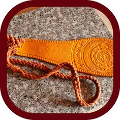 """2 likerklikk, 0 kommentarer – Memmo LeatherCraft (@memmoleathercraft) på Instagram: """"Today has been spent knotting and braiding. Then unbraiding and unknotting. And then knotting and…"""" Cotton Rope, Vegetable Tanned Leather, Leather Accessories, Leather Tooling, Leather Craft, Saddle Bags, Carving, Handbags, Studio"""