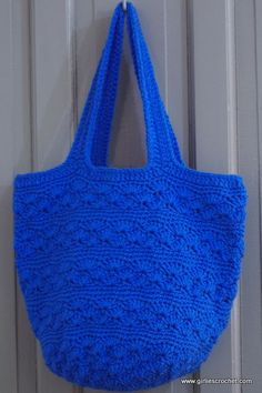 This is a free crochet pattern for a shell bag with photo tutorial in each step. This boho bag is a great project for beginner's and it can be done in one day.