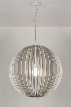 Geschikt voor LED Eenvoud siert! Deze indrukwekkende XL hanglamp (70 cm) is simpel van vormgeving maar door de juiste combinatie van materiaal en kleur is er een schitterende lamp ontstaan. Deze hanglamp is gemaakt van crème-wit hout. De houten elementen worden zonder lijm of schroeven in elkaar geschoven. (De lamp wordt als bouwpakket geleverd.) Belgium , Belgie Shop nu via deze Link en zie al onze lampen bij : www.rietveldlicht.be Keuze uit meer dan 3000 artikelen.Gratis verzending Belgium…