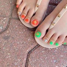 ไอเดียเพ้นท์เล็บเท้าสดใส ดูเซ็กซี่ขี้เล่นแบบสาวเกาหลี IG ddowa_nail Toe Nail Art, Toe Nails, Gorgeous Feet, Beautiful, Pedicure Colors, Pretty Toes, Nail Arts, Nail Designs, Nail Polish