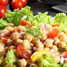 Miks witamin na talerzu: sałatka z ciecierzycą Salmon Y Aguacate, Side Salad, Tofu, Cobb Salad, Potato Salad, Good Food, Food And Drink, Health Fitness, Healthy Recipes