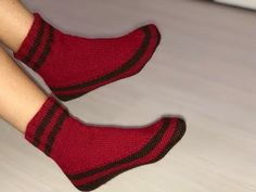 Crochet Slipper Pattern, Crochet Baby Shoes, Knitted Slippers, Baby Knitting Patterns, Knitting Socks, Womens Slippers, Lace Up Shoes, Youtube Youtube, Youtube Model