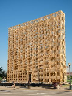 52bc6ab4e8e44efd090000c0_arte-y-arquitectura-instalaci-n-temporal-mine-pavilion-por-pezo-von-ellrichshausen_pve_mine_13_s.jpg (675×900)