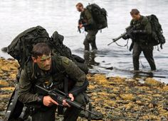 Canadian soldiers participate in advanced amphibious training from the Shearwater Jetty in Halifax on Tuesday, July 30, 2013. (Andrew Vaughan / THE CANADIAN PRESS)