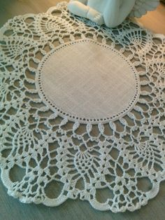Crochet Doilies, Crochet Lace, Crotchet Patterns, Glass Cube, Decoration Table, Paint Colors, Creations, Rugs, Knitting