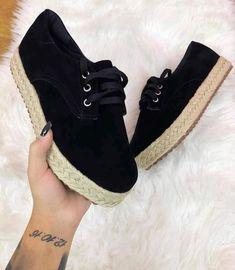 Sneakers mujer looks 30 best ideas Sneakers Outfit Summer, Girls Sneakers, Girls Shoes, Sneakers Fashion, Fashion Shoes, Women's Fashion, Fly Shoes, Cute Shoes, Espadrille Sneakers