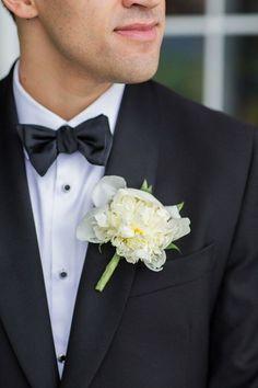 photo: Kelsey Combe Photography; Sleek wedding boutonniere idea