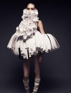Impressive Paper Art Clothes Collection by Bea Szenfeld & Joel Rhodin Paper Fashion, Fashion Art, High Fashion, Fashion Show, Fashion Trends, Haute Couture Style, Couture Fashion, Moda Peru, Mode Editorials