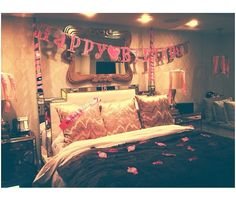 Room Decor Bedroom Birthday - Decoration Home Bedroom Inspo, Room Decor Bedroom, Bedroom Ideas, Kendall Jenner Bedroom, Kylie Jenner, Celebrity Bedrooms, Romantic Room Decoration, Comfortable Pillows, Dream Bedroom