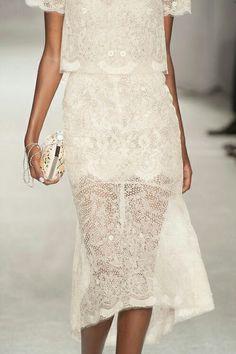 Un ligero vestido para una noche romántica y calurosa... Sexy. Elegante y Hermosa!! Slvh
