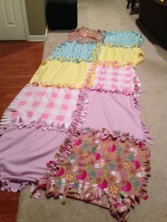 No-Sew Fleece Quilt – The Monstrosity of a Project – fee's bites How To Sew Baby Blanket, Knot Blanket, No Sew Fleece Blanket, Quilted Throw Blanket, Fleece Blankets, Blanket Crochet, Fleece Crafts, Fleece Projects, Baby Crafts