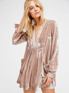 Free People Velvet Dress - Medium for Sale in Seattle, WA - OfferUp Look Fashion, Womens Fashion, Winter Fashion, Fashion Trends, Mode Top, Velvet Fashion, Mode Inspiration, Dress Me Up, Dress To Impress
