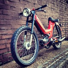Puch Maxi built by Rogue Builds. Tomos Moped, Moped Motorcycle, Motos Vespa, Custom Motorcycles, Custom Bikes, Vintage Moped, Peugeot, Scooter Custom, Honda Cub