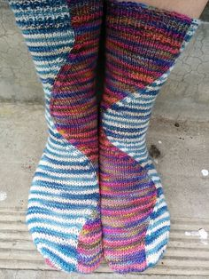 FREE - Stitch Surfer sock design on Knitty.com (http://www.knitty.com/ISSUEdf12/PATTstitchsurfer.php). Uses intarsia in the round technique.  Ravelry: yarn-vs-zombies' Snow Surfers