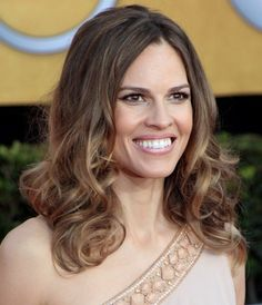 Hilary Swanks gorgeous, wavy hairstyle