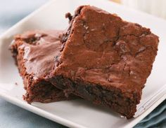 These are very good brownies. They are just right fudgy brownies--old-fashioned brownies like you remember. These are quick and easy brownies to make. Cake Mix Brownies, Nutella Brownies, Chewy Brownies, Healthy Brownies, Easy Brownies, Flourless Brownie, Homemade Brownies, Avocado Brownies, Vegan Brownie