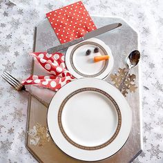 Welcome your guests to the dinner table with an adorable snowman made from plates and silverware! Find more ideas here: http://www.bhg.com/christmas/decorating/best-christmas-decorations/?socsrc=bhgpin110414topchristmastablesettings&page=2