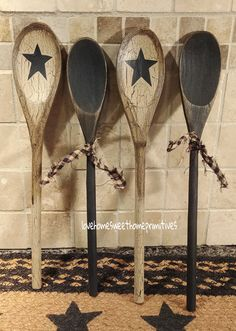Primitive Crackle Tan and Distressed Wood Utensil Set Hand Painted Wood Spoons Brown Stars by on Etsy Primitive Crafts, Primitive Christmas, Primitive Snowmen, Country Christmas, Christmas Christmas, Holiday, Spoon Art, Wood Spoon, Painted Spoons
