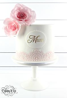 1 tier cake for mum! Adorned with beautiful hand made sugar flowers, edible lace and our signature hand painted name in gold. www.facebook.com/cakingitup