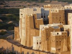 Cob city of Shibam in south Yemen. Many of the mud skyscrapers are 500 years old. Image by Jean Paul Peters. Manhattan, Islamic City, Cob Building, Natural Air Purifier, Lord, Skyline, Rammed Earth, Natural Building, Urban Life
