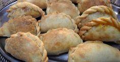 Fabulosa receta para Empanadas de Vigilia. Esta receta se basa en una cantidad de 3 docenas de empanadas.