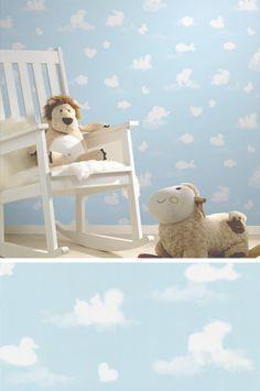 Hellblauer Himmel und zarte Wölkchen - schöne Tapete fürs Kinderzimmer!