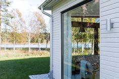 I ett vinterbonat uterum kan du njuta året om. Välj den konstruktion som passar dina behov och din byggstil bäst. Mikael med familj har använt Schücos fönster, fasader och skjutsystem för att realisera sin boendedröm.