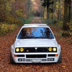 Lancia Delta HF Integrale EVO White Retro Cars, Vintage Cars, Vive Le Sport, Hatchback Cars, Lancia Delta, Maserati, Rally Car, Amazing Cars, Hot Cars