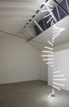 Massimo Uberti, Verso l'infinito e oltre, 2005, neon and Silver wire, environmental height, diam. 200 cm