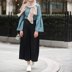 Ruffle blouses with hijab – Just Trendy Girls - Just trendy girls - Styles Cool Islamic Fashion, Muslim Fashion, Modest Fashion, Skirt Fashion, Fashion Outfits, Fashion Fashion, Hijab Casual, Hijab Chic, Modele Hijab