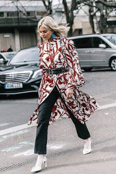 How to style belted trenchcoats Looks Street Style, Street Style Edgy, Autumn Street Style, Street Chic, Fashion Prints, Love Fashion, Fashion Outfits, Womens Fashion, Glamour