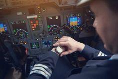 """Ceasurile aviator sunt recunoscute pentru dimensiunile generoase, cadranul negru usor de citit, marcajul sub forma de triunghi de la ora 12 si coroana rotunda, numita adesea """"ceapa"""" datorita formei sale. Odata cu trecerea timpului, aceste caracteristici de design au evoluat de la functia initiala a ceasului aviator, care a fost un instrument vital in cabina de zbor, la modele apreciate pentru stilul aparte care il face un accesoriu remarcabil. Watch Brands, Model, Blog, Brand Name Watches, Blogging, Models, Modeling"""