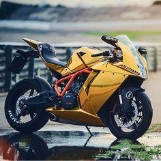 @iammrshit ➖➖➖➖➖➖➖➖➖➖➖➖➖➖➖ #2wheelslovers #Motorcycle #instamotogallery #ducati #bikelife #moto #motogp #sportbike #superbike #instamotorcycle #instamoto #pistonaddictz #bikeswithoutlimits #sportsbikelife #r1 #honda #yamaha #kawasaki #suzuki #mvagusta #cbr600rr #r6 #s1000rr #bikenight #yzf #yamahar1 #rideout #motogp2016 #bikerchick #harleydavidson