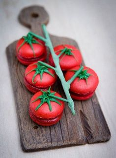 Tomato & basil macarons