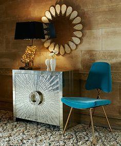 Des meubles et des accessoires étincelant!   CHEZ SOI © Jonathan Adler #deco #entree #chrome #retro