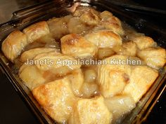 Apple Pie Bubble Up 21 oz. can apple pie tsp. flaky jumbo butter flavored refrigerated T. brown sugarPlace the pie filling in a mixing bowl. Köstliche Desserts, Apple Desserts, Delicious Desserts, Dessert Recipes, Fluff Desserts, Yummy Food, Healthy Food, Flaky Biscuits, Canned Biscuits
