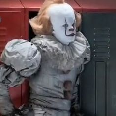 Pennywise Lives, Pennywise The Dancing Clown, It Movie Cast, It Cast, Bill Skarsgard Pennywise, What Is My Life, Cute Clown, Creeped Out, Happy Pictures